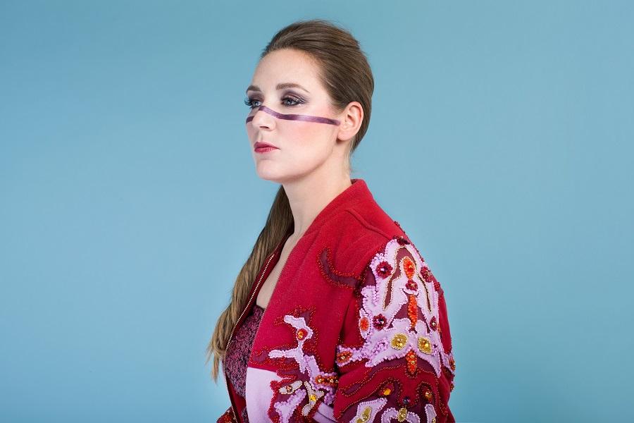 Franse chanson zangeres Katell brengt een stukje Frankrijk naar Theater Hof 88 met haar nieuwe theaterconcert 'Retour Amsterdam – Parijs'.